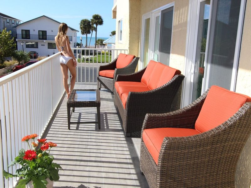 Stunning Ocean View completely remodeled Luxury condo with huge balcony., casa vacanza a Redington Shores