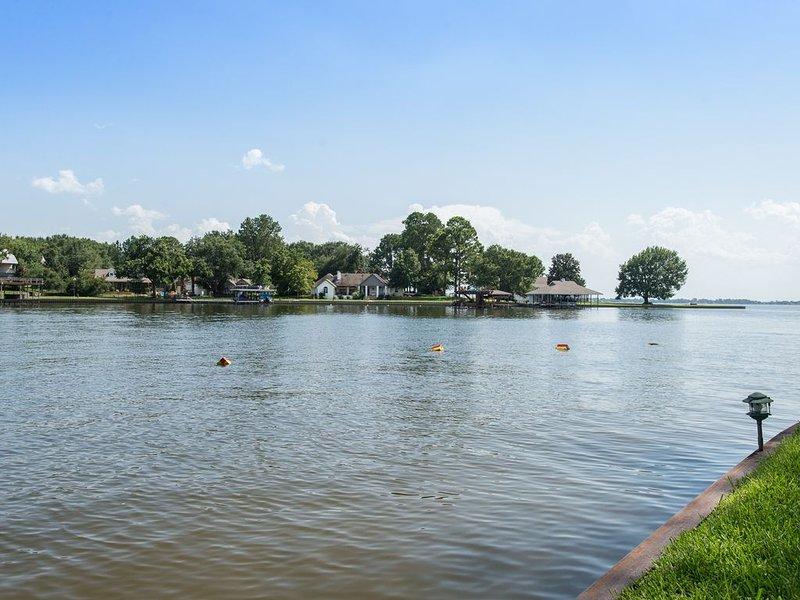 Vue sur le lac de cette propriété.