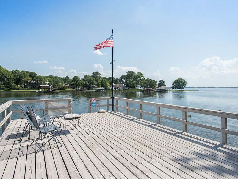 Gorgeous home on Double Lot on Cedar Creek Lake, holiday rental in Eustace