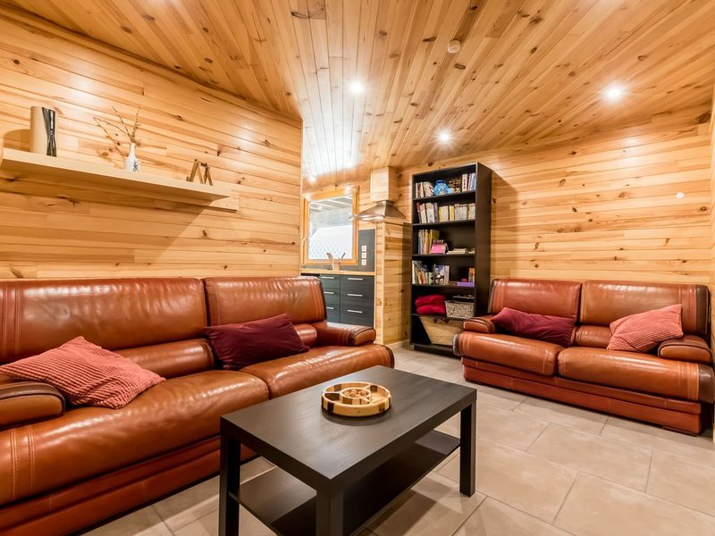 SUPERBE Appart 60 m² 4 Pers 2 Ch Equipé Confort + Calme 4 *, vacation rental in Risoul