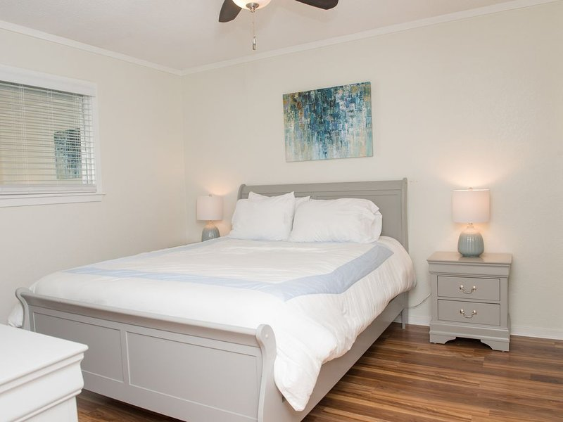 143 BY THE SEA - Gated Family Friendly Oceanfront Resort - LOW CLEANING FEE*, holiday rental in Socastee