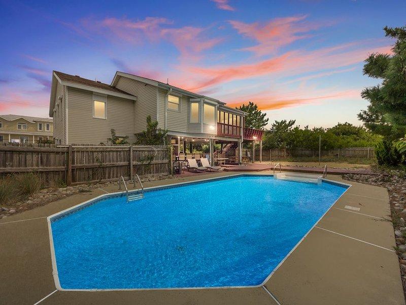 Just steps to the beach with a pool, 5 bedrooms, 3 baths, sleeps 14, alquiler de vacaciones en Virginia Beach
