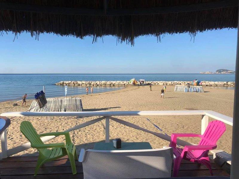 � SPIAGGIA A PIEDI PANORAMIC 2 CAM 2 BAGNI ❄️AREA COND TERRAZZA Wi-FI, vacation rental in Maranola