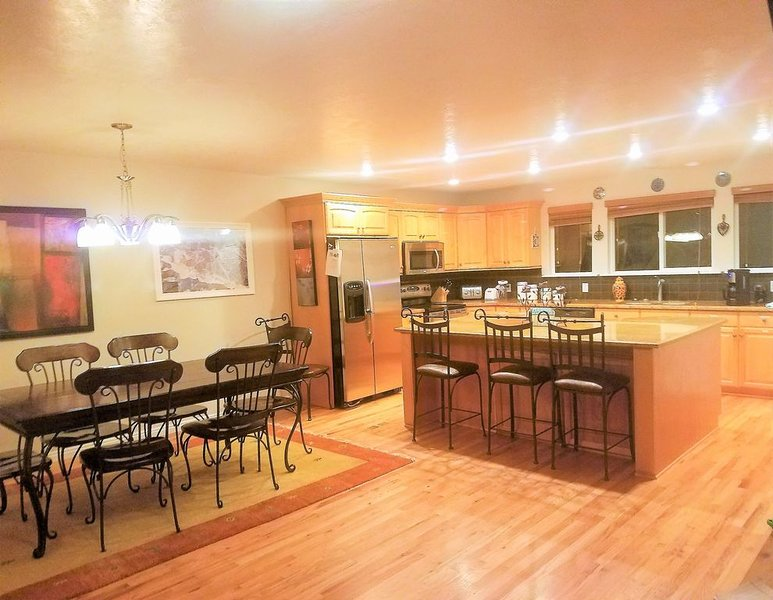 Ski Retreat, Huge Kitchen, Hot Tub, Premium Cable, Boot Dryer, Outdoor Grill, casa vacanza a Cottonwood Heights