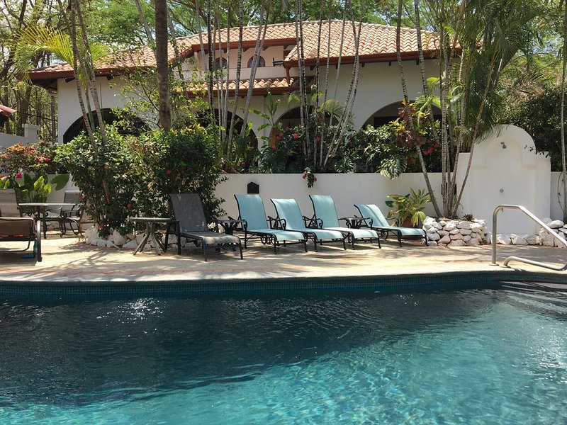 Two Story Villa, Casa Fandango, Playa Tamarindo and Playa Langosta, alquiler de vacaciones en Tamarindo