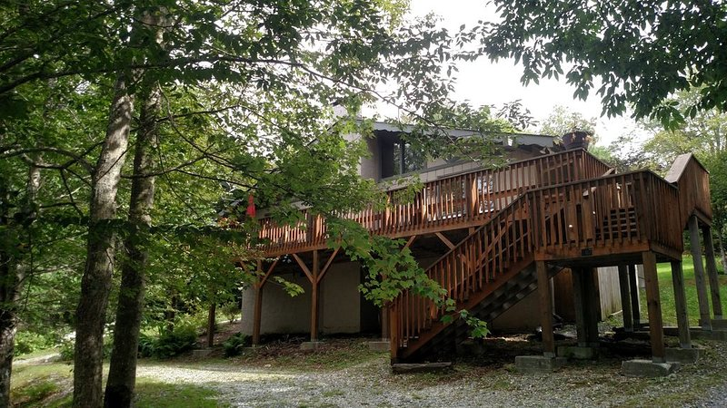Charming Mountain Chalet, holiday rental in Beech Mountain