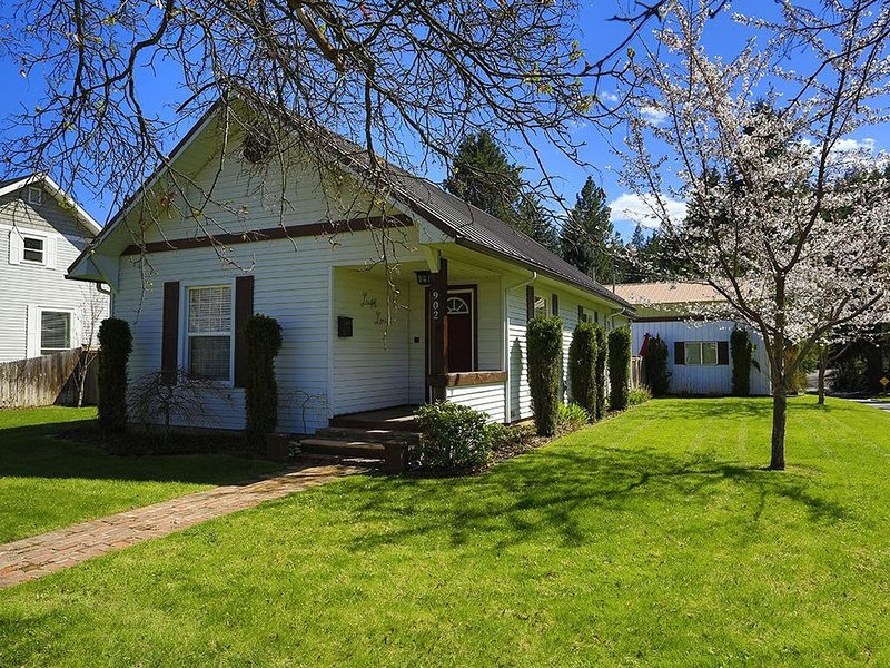 AVAILABLE FOR IRONMAN! -- Downtown, just 1 block off course! $1300 for week, holiday rental in Coeur d'Alene