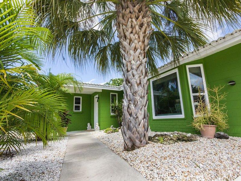 Emerald Jewel 3 Miles from #1 Beach in USA, casa vacanza a Gulf Gate Estates