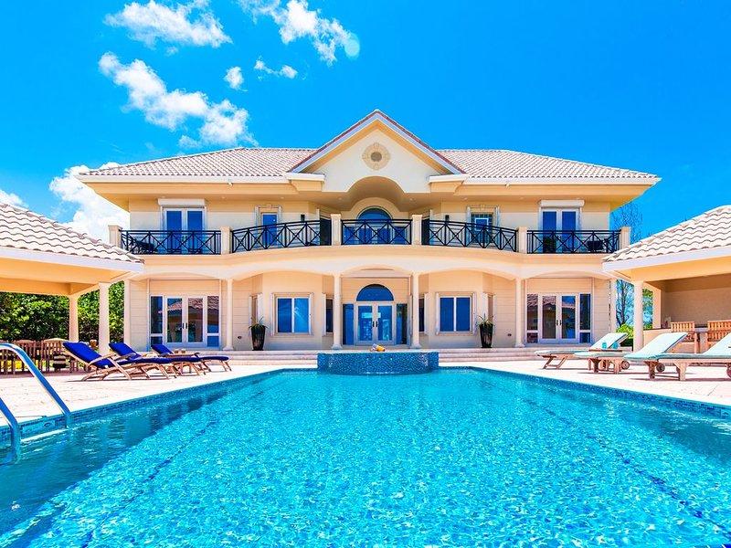 4BR-Villa Zara: Oceanfront Luxury Villa – semesterbostad i Grand Cayman