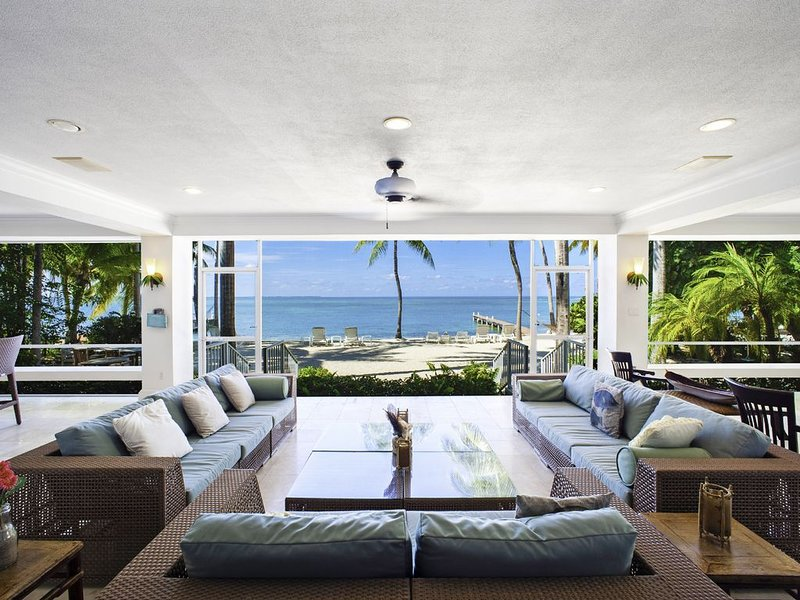 4-5BR/4.5BA Luxury Cos Kai Villa With Private Beach in Beautiful Cayman Kai, holiday rental in North Side