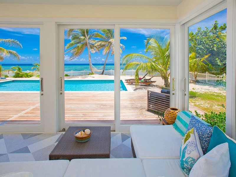 Babylon Reef: Recently Renovated Villa with Backyard Snorkeling and a Crystal Bl, holiday rental in Breakers