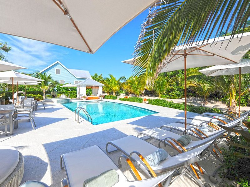 Sea Orchard Retreat: Gated Micro-Resort Near Seven Mile Beach w/Private Pool & H, holiday rental in West Bay