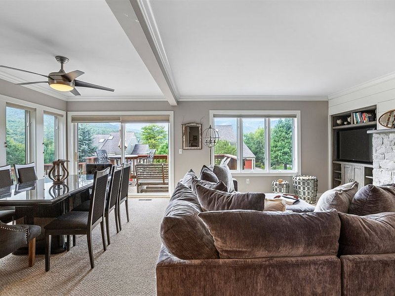 Perfect Vacation Home! Walking distance to the spa! 3+ Bedrooms and 3.5 baths! R – semesterbostad i Bolton Valley