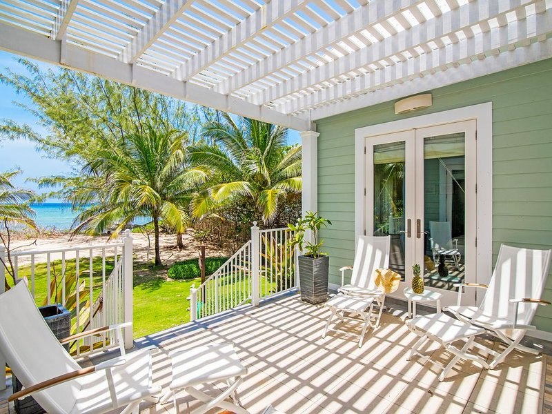 Avocado Cottage: Boutique Oceanfront Micro-Resort 10 mins from Seven Mile Beach, holiday rental in West Bay