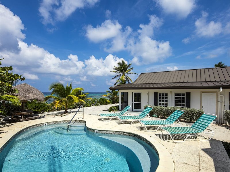 2BR-Conched Out: Private, Caribbean-Style Cottage with Oceanfront Pool, location de vacances à Gun Bay