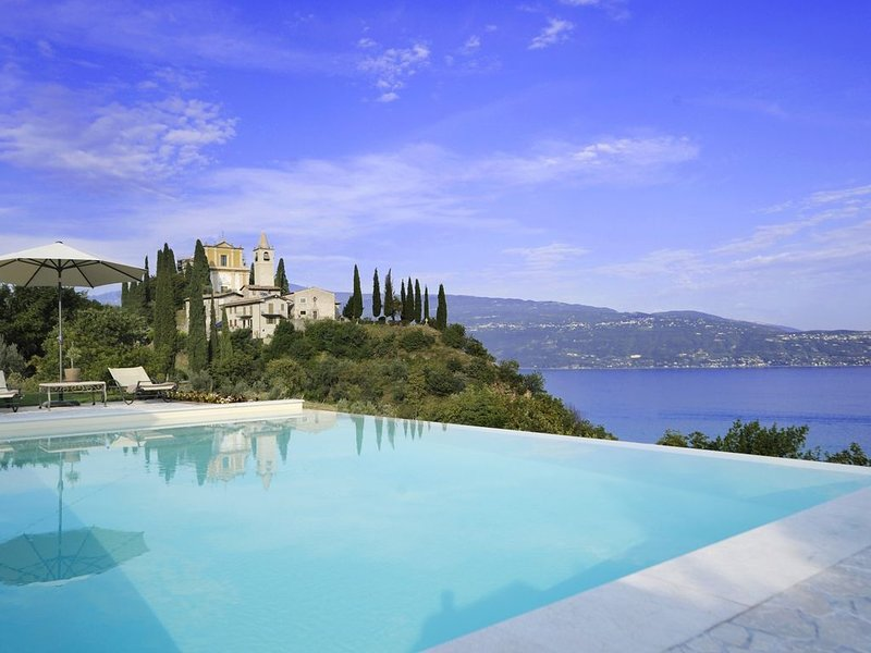 Le Selve Hilltop Pool Villa, holiday rental in Toscolano-Maderno