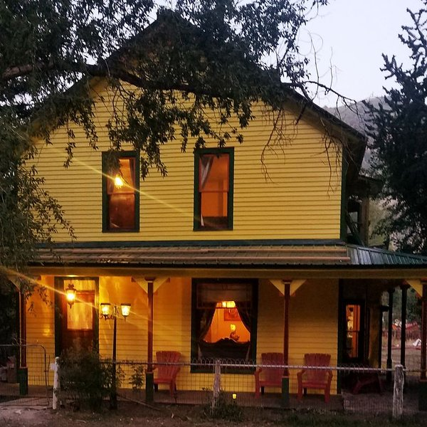 Historic home built in 1902 lovingly restored with modern amenities., holiday rental in Lake City