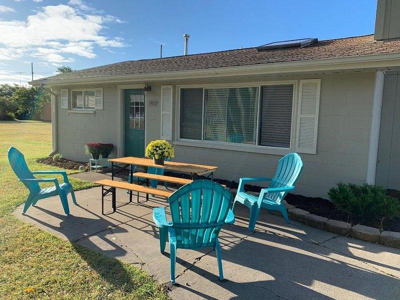 **Sunrise Cottage w/ Private Beach & Park located within 2 blocks**, casa vacanza a Carsonville