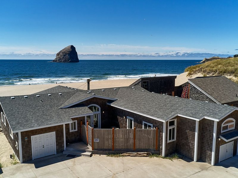 Bailey's Place #173 - Brand new luxury oceanfront home in Kiwanda Shores, holiday rental in Pacific City