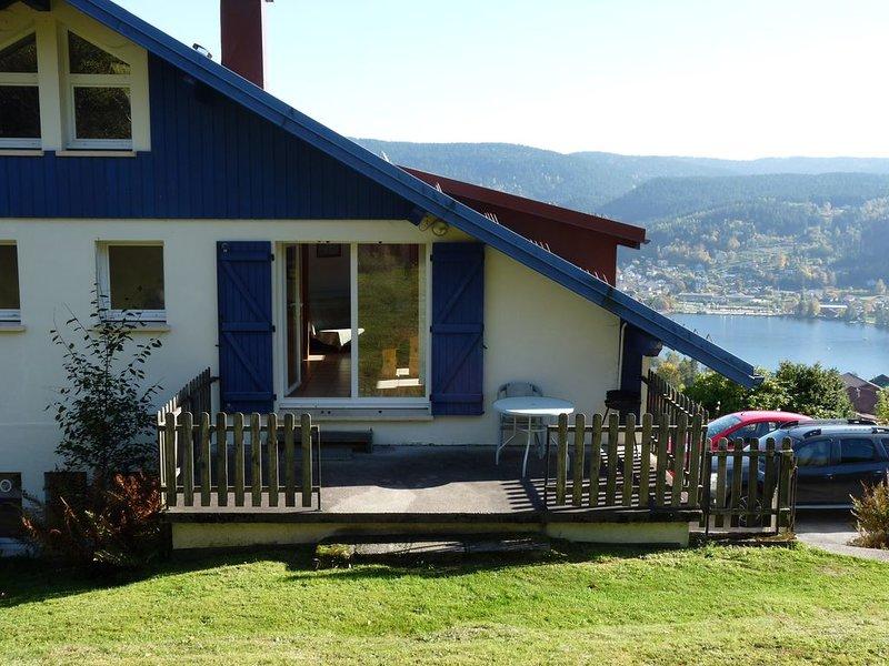 Appartement indépendant dans maison exposée plein sud au dessus du lac, alquiler de vacaciones en Gerardmer