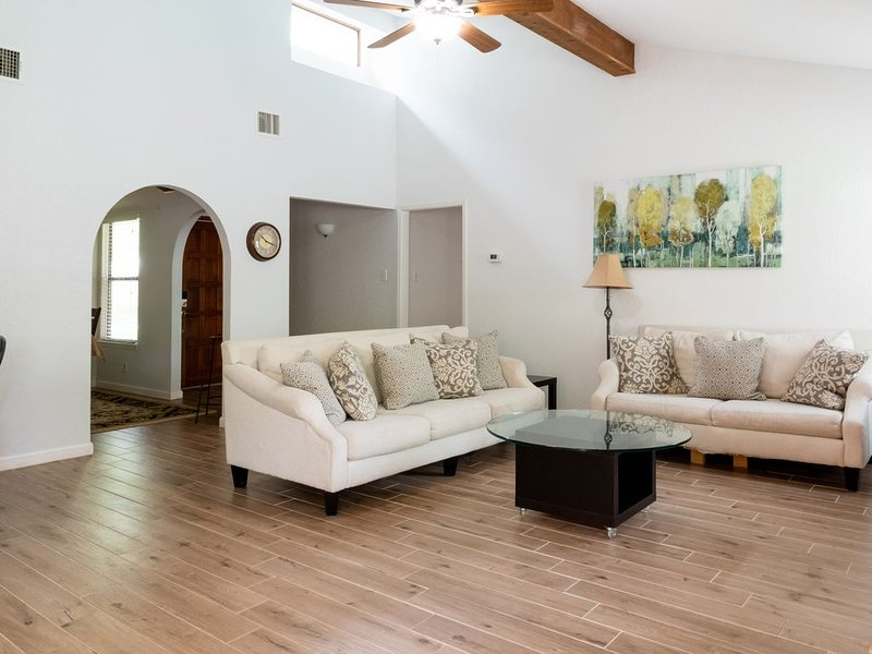 Private Pool; Family Friendly; Location: near UTSA, La Cantera and Six Flags, holiday rental in Helotes