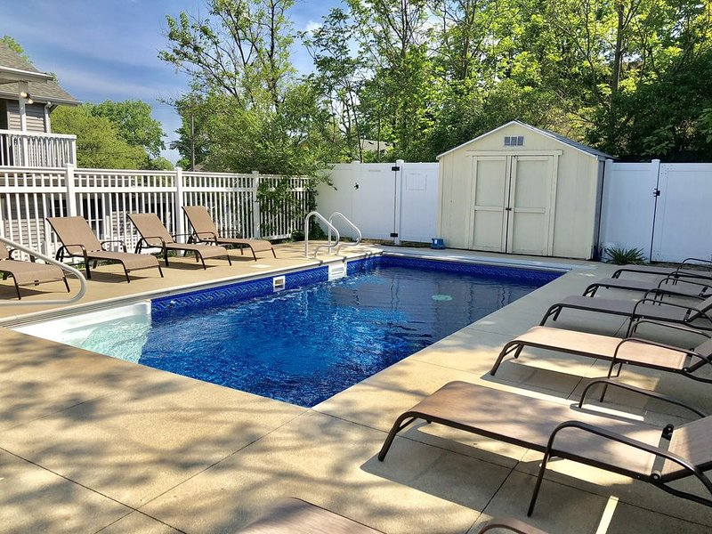 Updated Beach Home w/ Private Heated Pool!, holiday rental in Michigan City