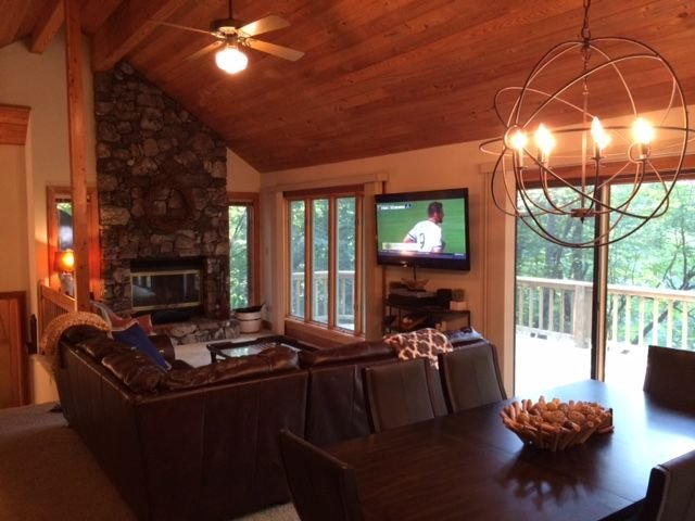 Wintergreen Family Retreat- Each Br With Its Own Sliding Doors To A Deck, holiday rental in Nellysford
