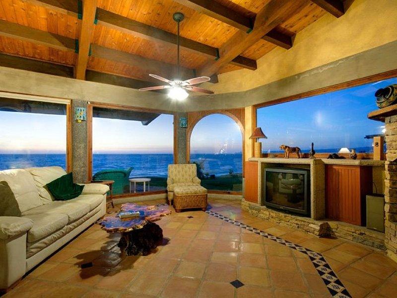 Serenity & Security in 'Exclusive' Gated Beachfront.. Private Steps to Beach!, Ferienwohnung in Baja California Norte