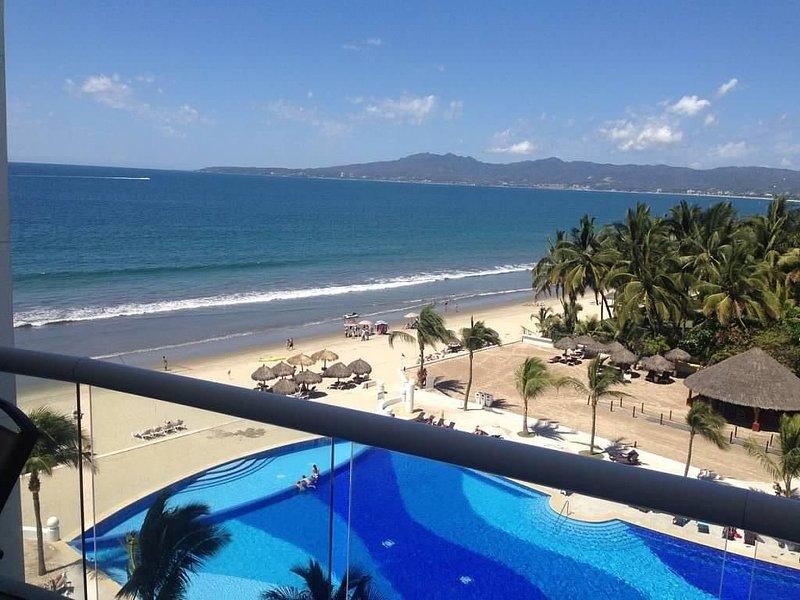 VILLA MAGNA, OCEAN FRONT, 4 BEDROOMS, 5TH FLOOR WITH BREATHTAKING VIEWS!, holiday rental in Nuevo Vallarta