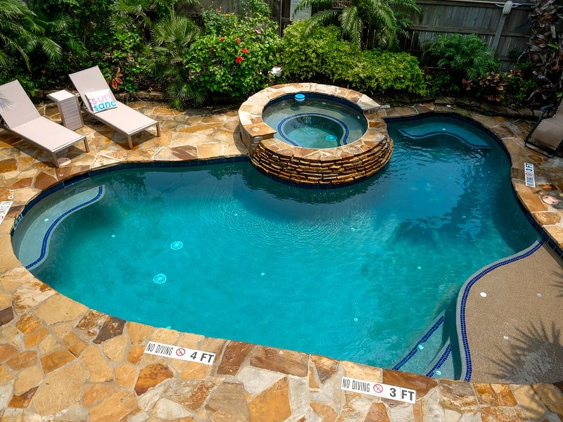 Charming Beach House private oasis - heated pool and hot tub, holiday rental in South Padre Island