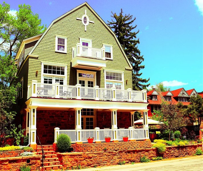 The Heart of Manitou Springs. Award-winning. Luxurious. Romantic. 2nd Floor East, location de vacances à Manitou Springs