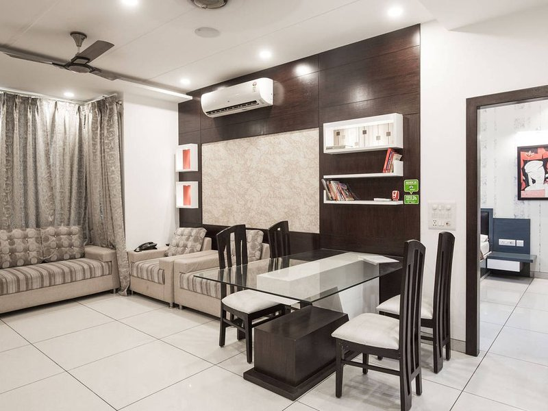 Entire apartment with five star looks and facilities, vacation rental in Sahibabad