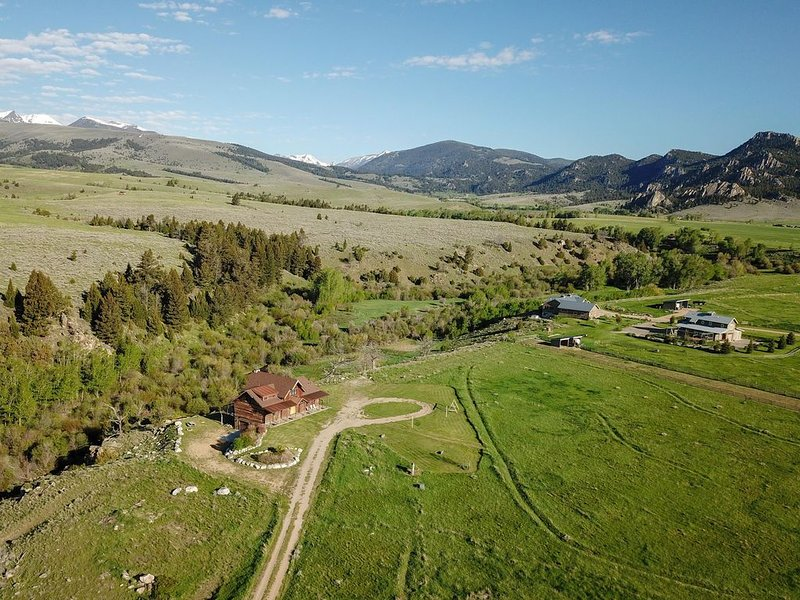 Beautiful Montana Home West Of Mcallister Overlooking North Meadow Creek, holiday rental in Sheridan