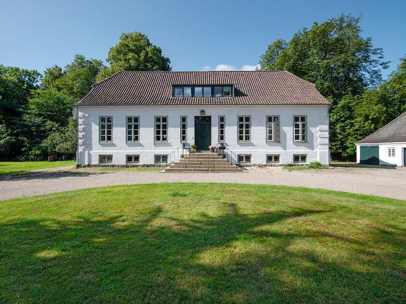 Neue Ferienwohnung im Herrenhaus, 72qm, exklusiv, WLAN frei, ruhig und zentral., casa vacanza a Puttgarden