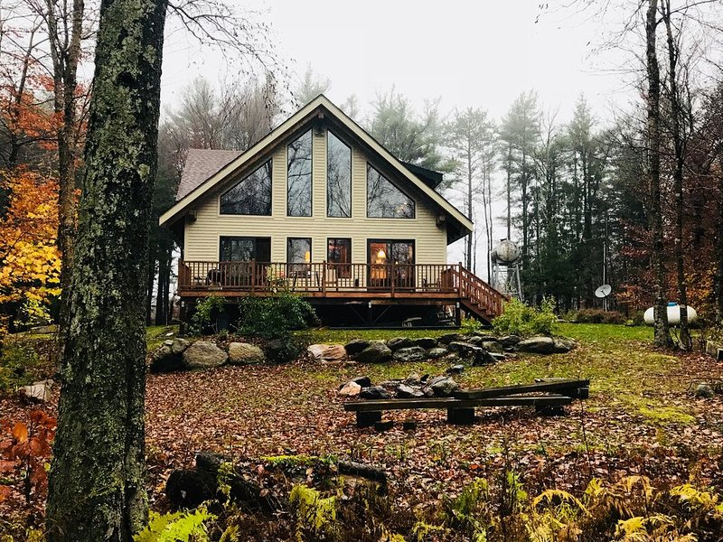 Swiss Chalet Style Timber frame Home In Berkshires With All Modern Conveniences, alquiler de vacaciones en Hampshire County
