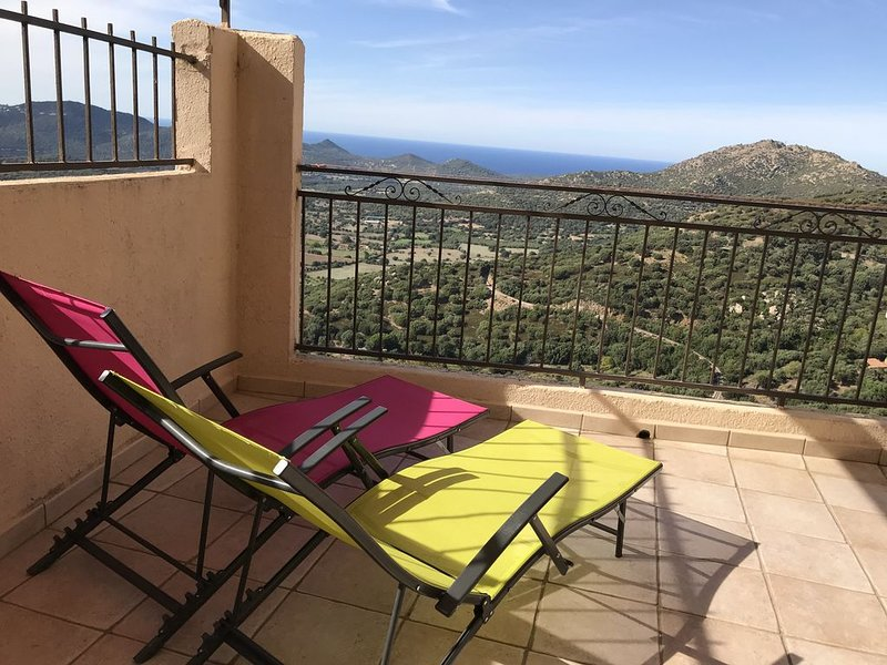 Calme et authenticité avec une vue panoramique au coeur d'un petit village corse, casa vacanza a Belgodere