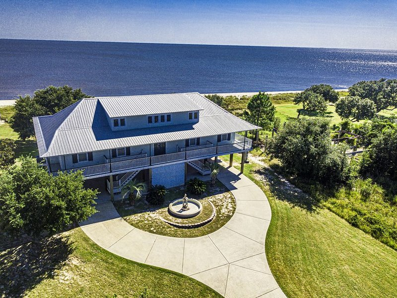 Beachfront Property in Ocean Springs, Overlooking the Gulf of Mexico, holiday rental in Gautier