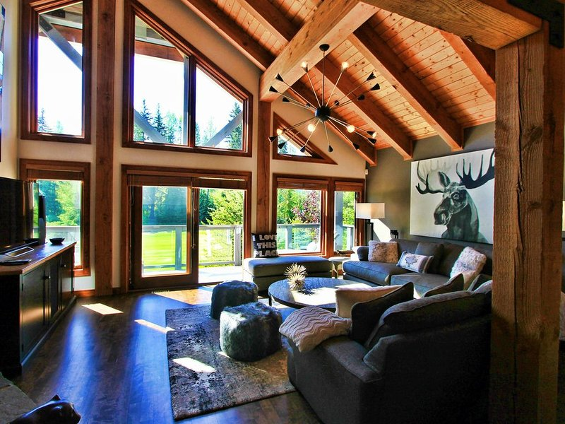 Sunny Living Room in summer - overlooking Nicklaus North golf course & mountains
