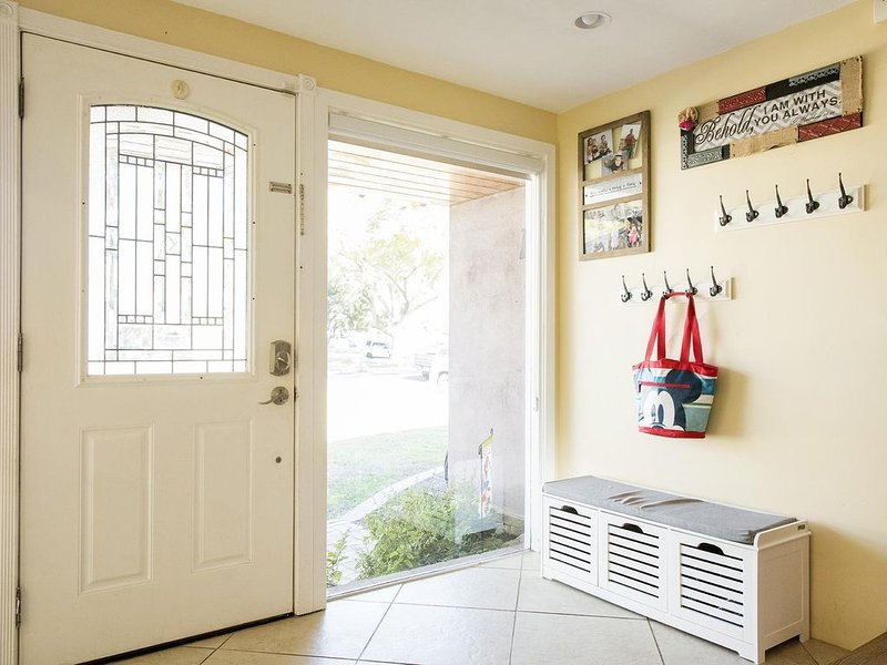 Beautiful House in an AMAZING Location!, holiday rental in Tustin