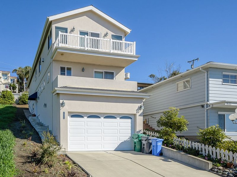 Panoramic Ocean Views from this Beautiful and Immaculate Cayucos Home, alquiler de vacaciones en Cayucos