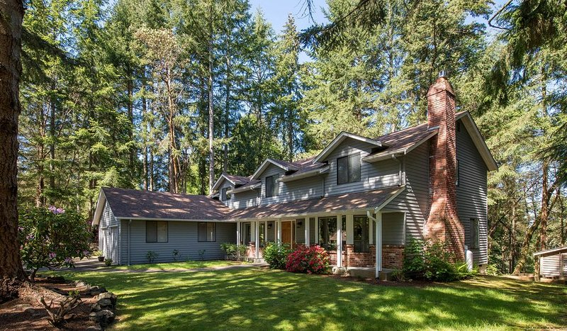 Peaceful and spacious Gig Harbor home, closest to Narrows Bridge, casa vacanza a University Place