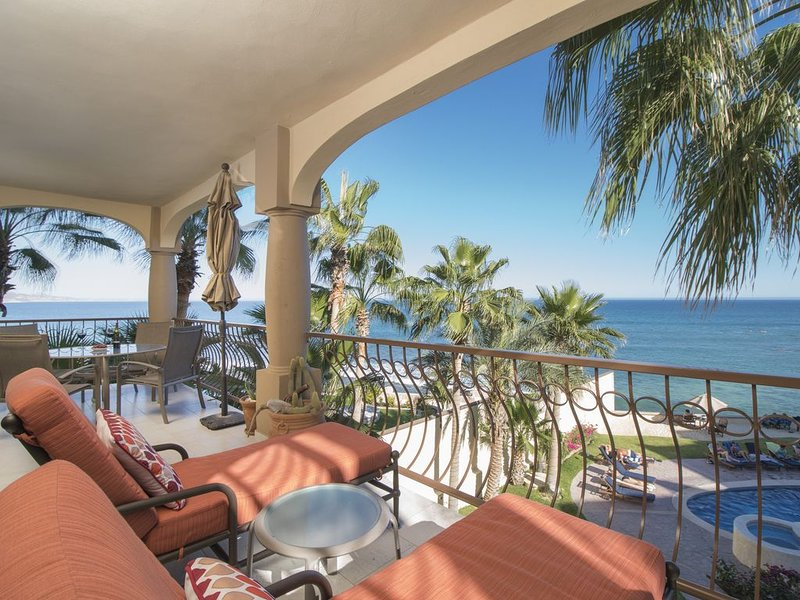 This is the life! Great surf spot.  Spectacular view. Renovated oceanfront condo, holiday rental in San Jose del Cabo