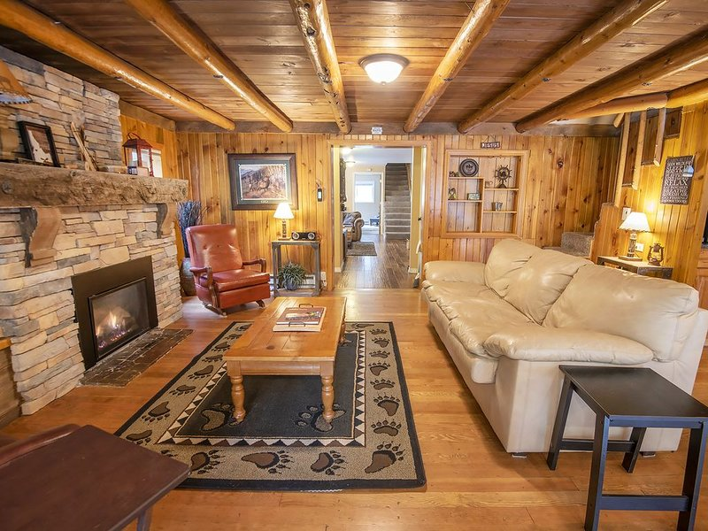 Beautiful Big Cabin Near Ponderosa State Park, Payette Lake & McCall Golf Course, alquiler vacacional en McCall