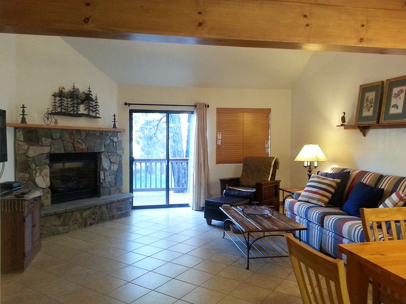 Cozy Flagstaff Home in Cool Pines - Country Club, holiday rental in Flagstaff