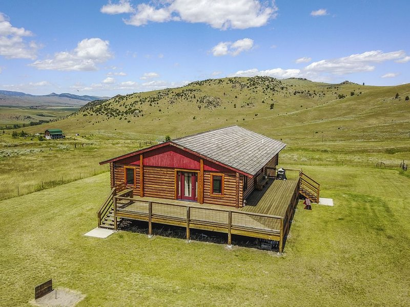 Charming Ridge Top Cabin Near Historical Town Of Pony, Montana, location de vacances à Pony