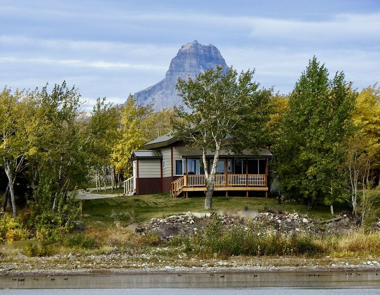 Duck Lake West Shore, Just 15 Minutes from Glacier National Park!, vacation rental in Babb