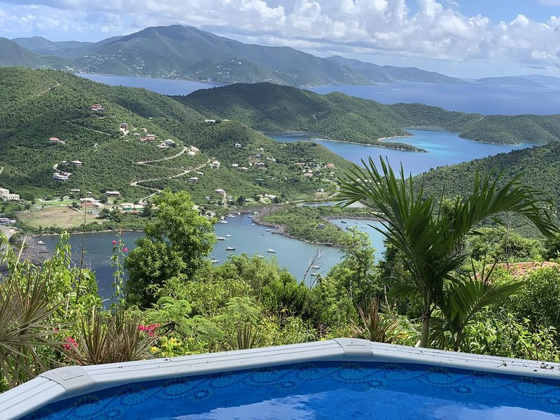 MINT CONDITION HOME. PANORAMIC VIEWS OF BRITISH VIRGIN ISLANDS & CARIBBEAN SEA!, holiday rental in Coral Bay