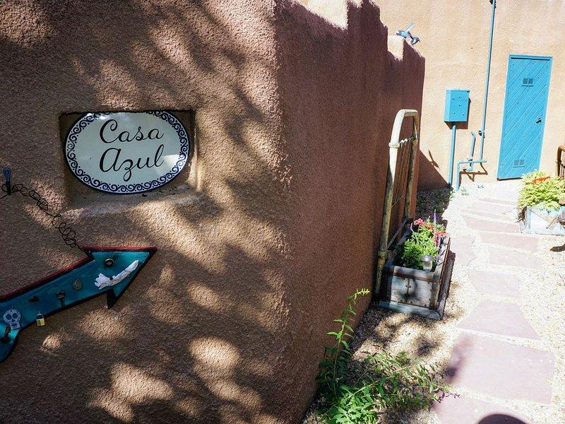 Casa Azul/Charming Downtown Casita, holiday rental in Ranchito