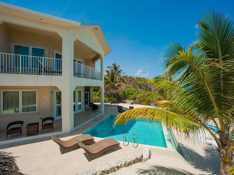 4BR-Christmas Palms: Private Oceanfront Villa with Pool and Excellent Snorkelin, location de vacances à Gun Bay