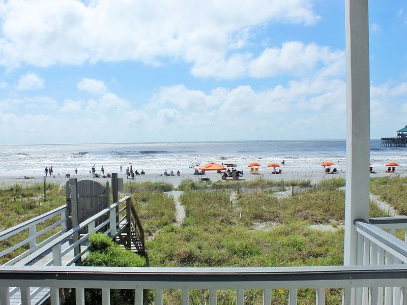 La Playa, Beach Front, Clean and Comfortable, holiday rental in Folly Beach